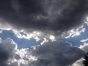 092717 Sun opens clouds